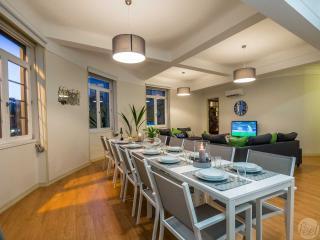 Feel Porto Downtown Luxury Retreat - Porto vacation rentals