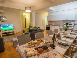 Feel Porto Downtown Luxury Retreat - Porto vacation rentals