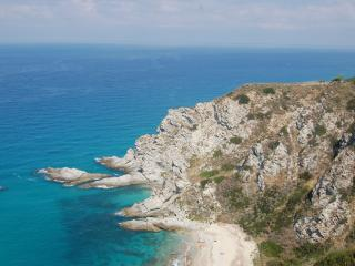 Beautiful 1 bedroom Cottage in Capo Vaticano with Internet Access - Capo Vaticano vacation rentals