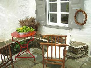 #HH07 PAINTER'S TRADITIONAL HOUSE - Sifnos vacation rentals