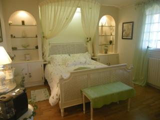 Cozy 1 bedroom Martainville-Épreville Bed and Breakfast with Internet Access - Martainville-Épreville vacation rentals
