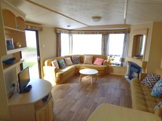 Lovely 3 bedroom Skegness Caravan/mobile home with Swing Set - Skegness vacation rentals