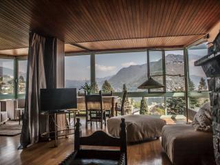 Wonderful 2 bedroom Como Condo with Internet Access - Como vacation rentals