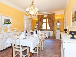 Charming cottage with fully equipped Tuscan kitchen. CSL CAV - Arezzo vacation rentals