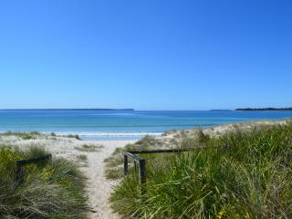 Perfect 2 bedroom Huskisson Condo with Deck - Huskisson vacation rentals