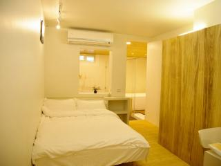 Loft Hostel-Room 1A (宜蘭羅東夜市樂福民宿-雙人套房1A) - Yilan vacation rentals