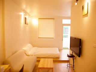 Loft Hostel-Room 2A (宜蘭羅東夜市樂福民宿-雙人套房2A) - Yilan vacation rentals