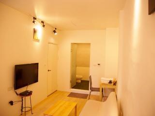 Loft Hostel-Room 2A (宜蘭羅東夜市樂福民宿-雙人套房2A) - Yilan vacation rentals