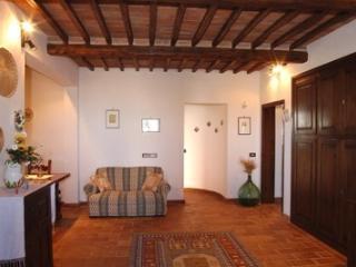 Le Crete Vacanze Appartamento Rosa - Asciano vacation rentals