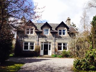 Bright House with Internet Access and Dishwasher - Newtonmore vacation rentals