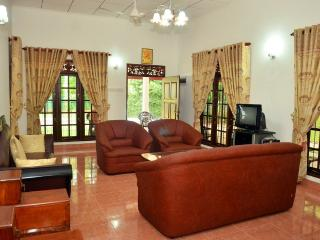 2 bedroom Bungalow with Internet Access in Yatiyana Minuwangoda - Yatiyana Minuwangoda vacation rentals