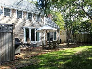 LIGHT & AIRY HOME LOCATED IN TOWN EDGARTOWN - Edgartown vacation rentals