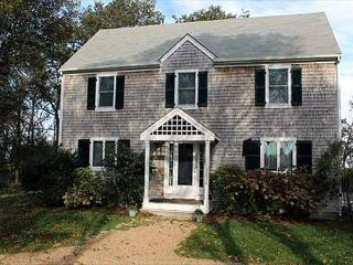 BEAUTIFUL COLONIAL STYLE HOUSE SET ON A LANDSCAPED PROPERTY - Edgartown vacation rentals