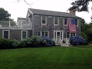 BEAUTIFUL COLONIAL JUST MINUTES FROM SOUTH BEACH - Edgartown vacation rentals