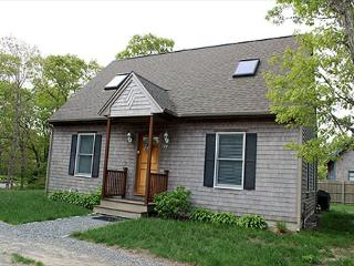 VINEYARD CAPE LOCATED NEAR BIKE PATH AND FARM NECK GOLD COURSE - Oak Bluffs vacation rentals