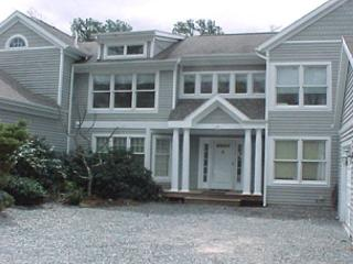 SPACIOUS TOWNHOUSE WITH AIR CONDITIONING AND ACCESS TO ASSOCIATION POOL - Vineyard Haven vacation rentals