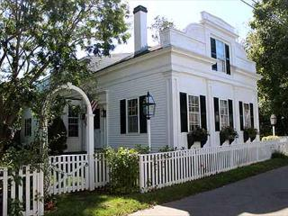 Beautiful 5 Bedroom House in-town Edgartown - Edgartown vacation rentals