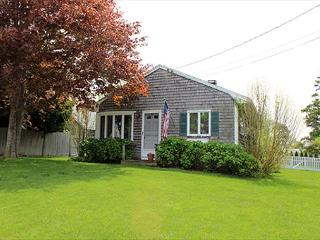 LOVELY IN-TOWN COTTAGE WITH LARGE BACK YARD - Edgartown vacation rentals