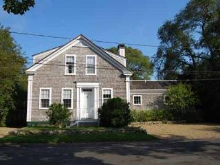 WONDERFUL 1900 SEA CAPTAINS HOUSE JUST A SHORT WALK TO EDGARTOWN - Edgartown vacation rentals