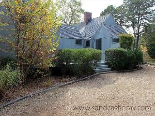 WONDERFUL VINEYARD HOME WITH BEAUTIFUL WATERVIEWS - Oak Bluffs vacation rentals