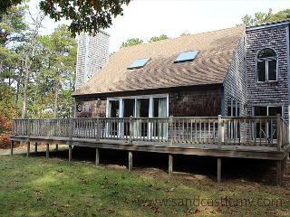 LOVELY HOME LOCATED IN MEADOWVIEW FARMS CLOSE TO GOLF, BIKE PATH AND BEACH - Oak Bluffs vacation rentals