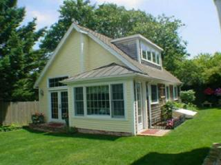 ADORABLE COTTAGE JUST A SHORT STROLL INTO TOWN - Edgartown vacation rentals