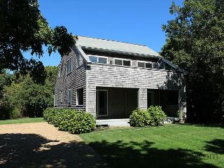 CONTEMPORARY KATAMA HOME ONE MILE FROM BEACH - Edgartown vacation rentals