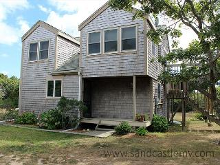 CONTEMPORARY COTTAGE WITH BEAUTIFUL WATERVIEWS OF KATAMA BAY - Chappaquiddick vacation rentals