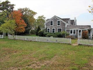 Chilmark Vacation Home with Lovely Views and Pool - Chilmark vacation rentals