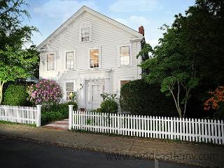 Elegant In-Town Vineyard Haven Home - Vineyard Haven vacation rentals