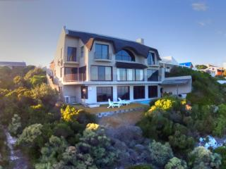 Whale Huys Luxury Ocean Villa, Pool,WiFi, sleeps 8 - De Kelders vacation rentals