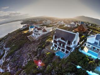 Whale Huys Luxury Ocean Villa, Pool,WiFi, sleeps 8 - De Kelders vacation rentals