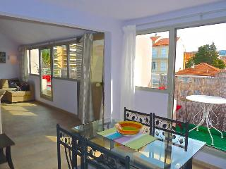 Nice Condo with Internet Access and A/C - Cannes vacation rentals