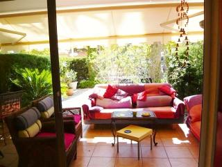 garden apartment Cannes very near beach - Cannes vacation rentals