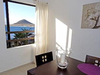 Magnific Beachfront apartment with wifi and sat tv - El Medano vacation rentals