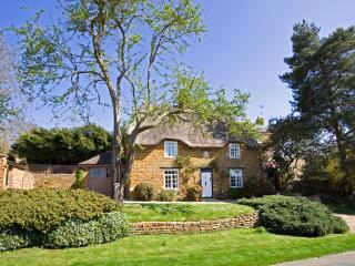 Autumn Cottage - Thatched Rutland Holiday Cottage - Oakham vacation rentals