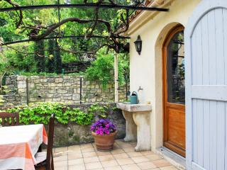 Charming Provence apartment with a spacious terrac - Forcalquier vacation rentals