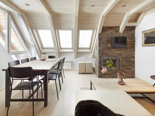 Val de Ruda Luxe 28 Apartment - Wifi & 2 Parkings! - Baqueira Beret vacation rentals