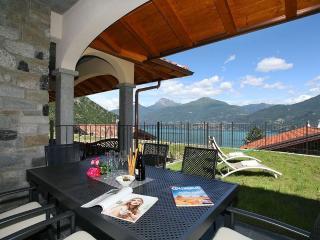 Perfect 3 bedroom Villa in Menaggio with Internet Access - Menaggio vacation rentals