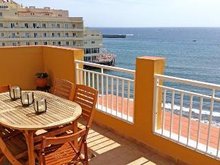 Luxury beachfront 3 bedroom Penthouse in el Medano - El Medano vacation rentals