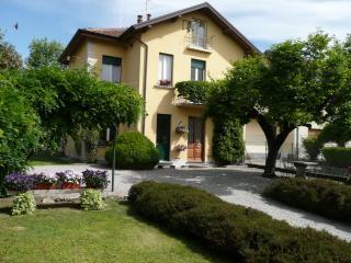 Lago di Monate -Maggiore  casa in zona tranquilla - Travedona-Monate vacation rentals