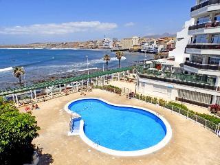 Apart. with wifi, pool and sea views in El Medano - El Medano vacation rentals