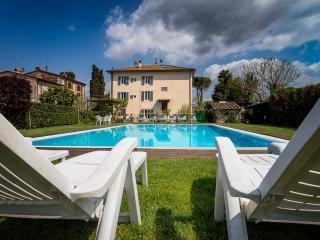 casa padronale del 1800 ristrutturata con piscina - Lucca vacation rentals