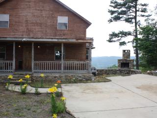 Beautiful 3 bedroom Arkansas City Lodge with Deck - Arkansas City vacation rentals