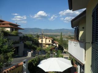 Casa Fiocco - Villetta indipendente con giardino - Incisa in Val d'Arno vacation rentals