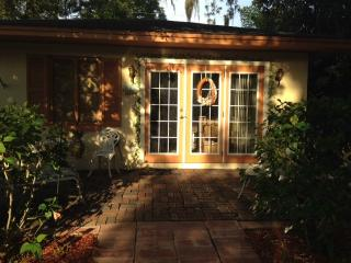 Cozy 1 bedroom Clearwater Cottage with Internet Access - Clearwater vacation rentals