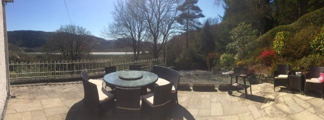 BBQ and patio area with views over the river and mountain range. - Snowdonia, mountain and river views, near beaches. - Penmaenpool - rentals