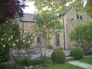 Cotswold cottage in picturesque village - Duntisbourne Abbots vacation rentals