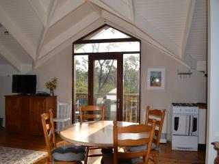 Beautiful 2 bedroom Blackheath Cottage with Deck - Blackheath vacation rentals