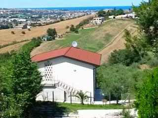 Nice Villa with Mountain Views and Television - Cappelle sul Tavo vacation rentals